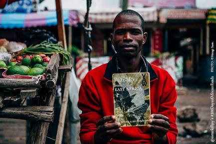 #100DaysofAfricanReads. Día 80:Poems from East Africa - Foto: Msingi Sasis